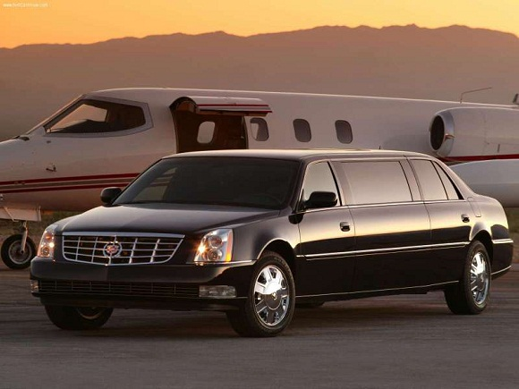 Cadillac-DTS_Limousine_2006_800x600_wallpaper_01